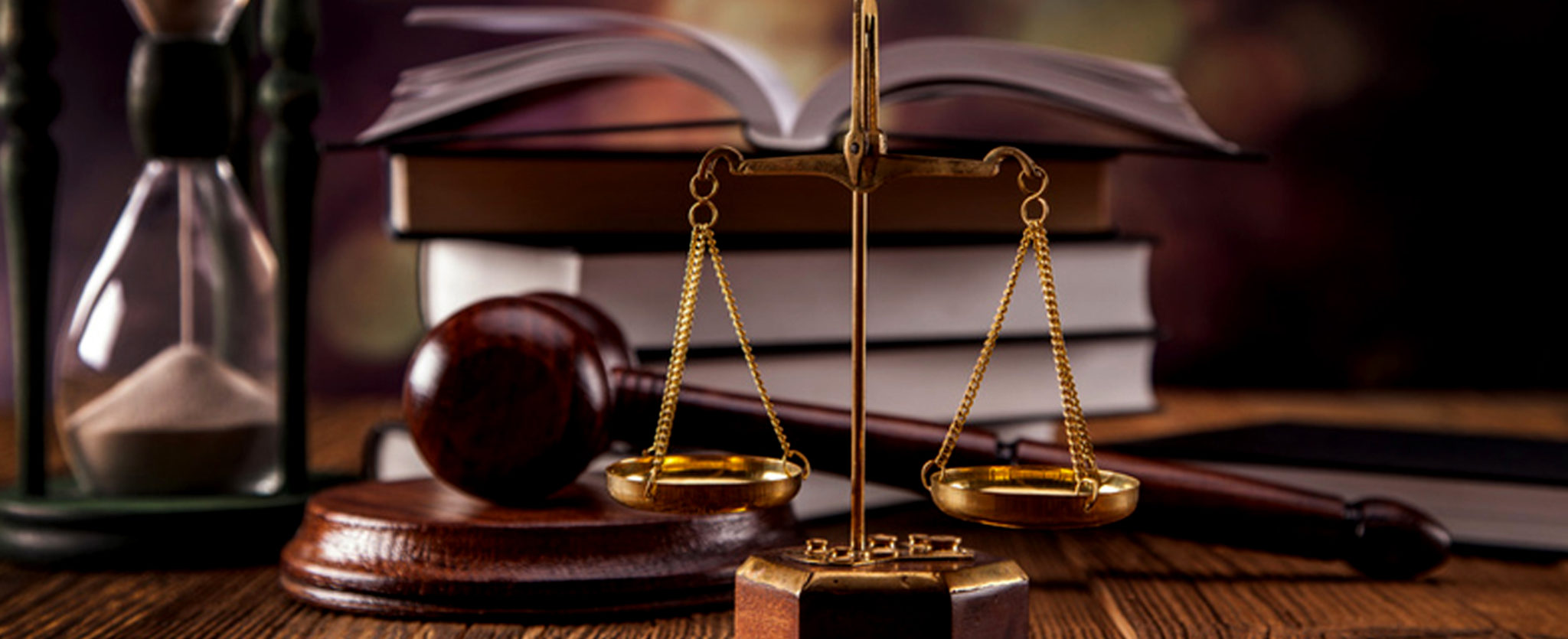 Should You Work in a Law Firm or Practice on Your Own?