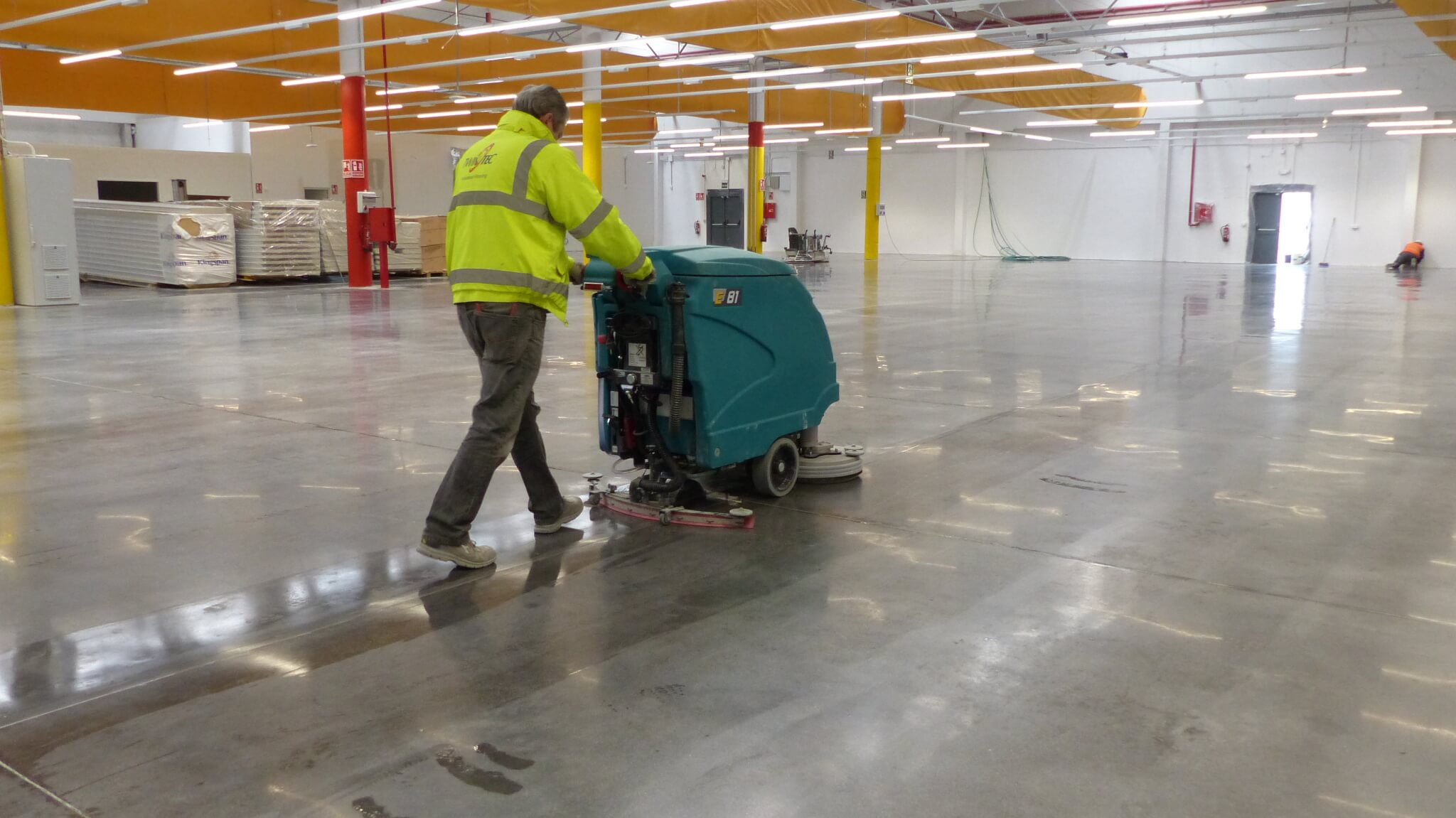 Advantages of Industrial Cleaning For Your Warehouse And Factory