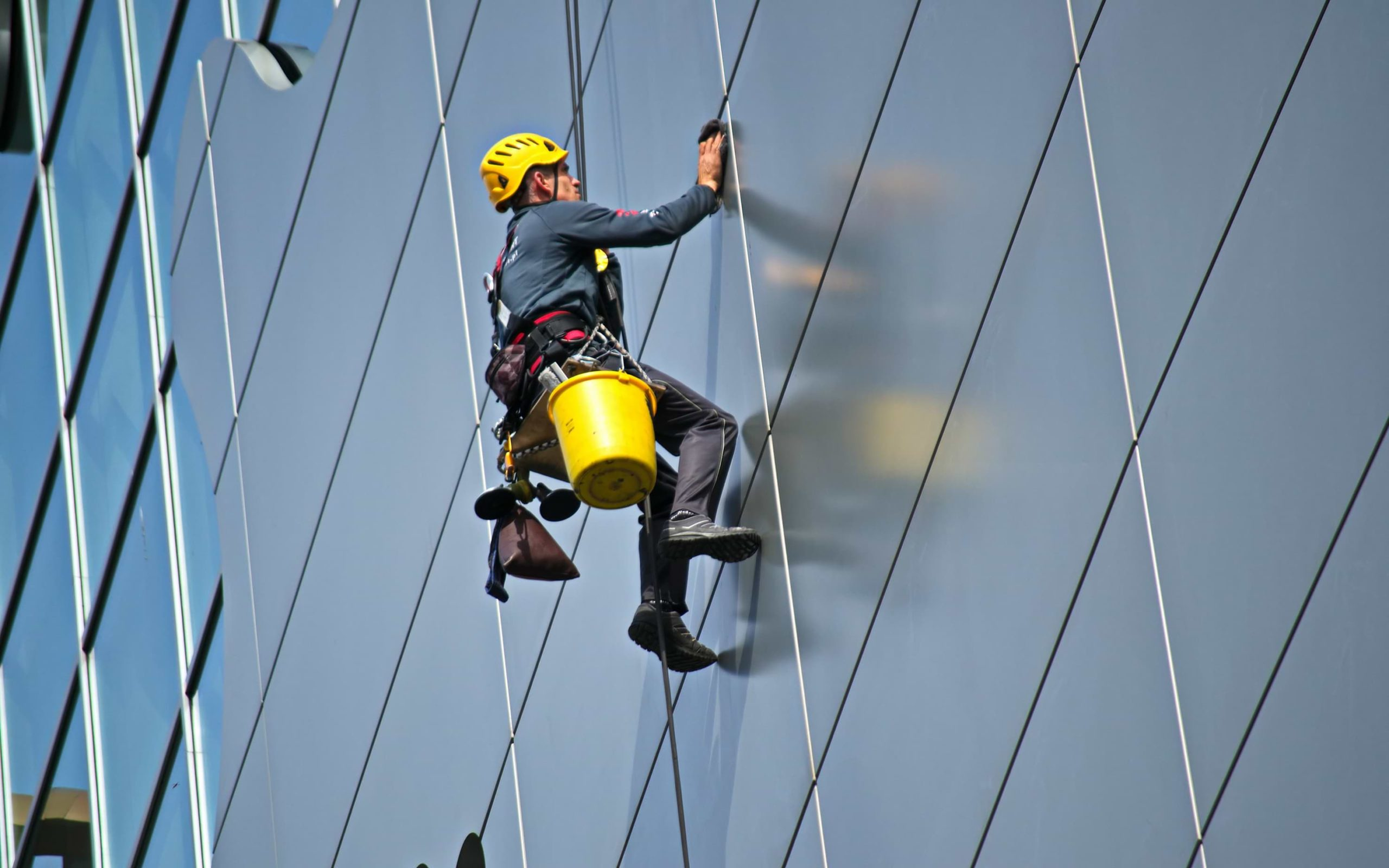 Benefits of Hiring a Window Cleaning Professional